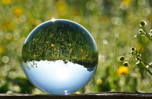 glass-ball-2181472_1280